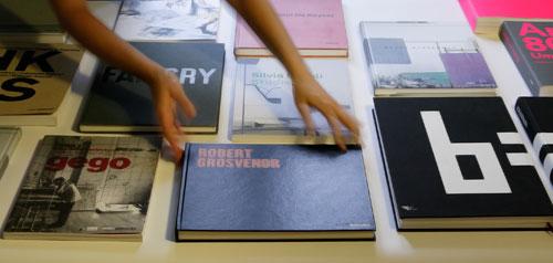 Livros e catálogos de arte para o Museu Serralves. Foto: Rita Burmester